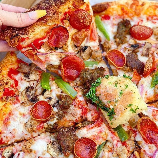 Black X Marketing restaurant marketing services - photo of a pizza from Mom's Pizza and Pasta San Diego by Thehungryjessica